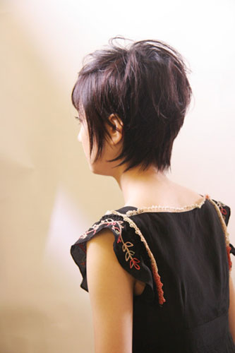 https://www.10500.com.tw/uploads/tadgallery/2009_11_09/28_30765_2_800x0.jpg 女生短髮