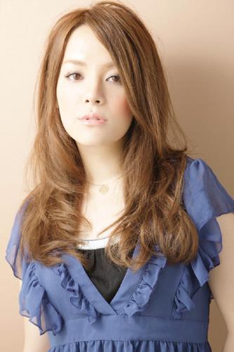 https://www.10500.com.tw/uploads/tadgallery/2009_11_09/779_38120_1_800x0~0.jpg 女生長髮