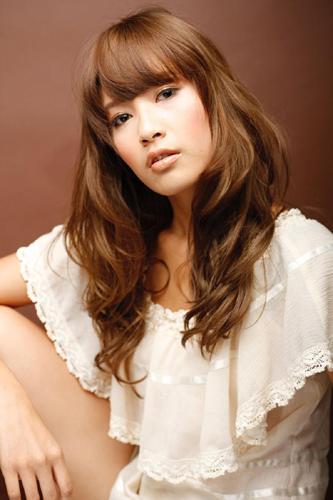 https://www.10500.com.tw/uploads/tadgallery/2009_11_09/784_38234_1_800x0~0.jpg 女生長髮