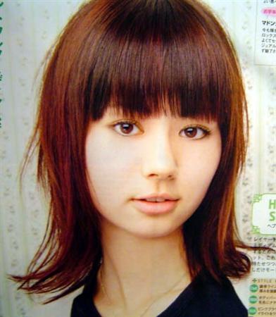 https://www.10500.com.tw/uploads/tadgallery/2018_03_15/188_B_321ca070-ef07-44ab-af6c-89e4ecbe29dc.jpg 女生中長髮髮型