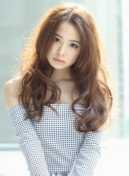 https://www.10500.com.tw/uploads/tadgallery/2019_12_28/217_8-Hairstyles-to-look-like-a-Japanese-girl_Long-wavy-haircut-e1443301302824.jpg 女生長髮