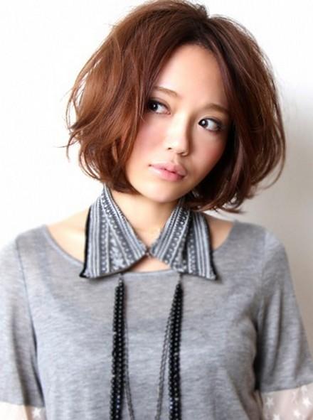 https://www.10500.com.tw/uploads/tadgallery/2020_01_22/438_2013-short-japanese-hair-styles1.jpg 女生短髮