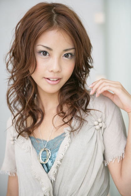 https://www.10500.com.tw/uploads/tadgallery/2020_01_22/454_20859_1_418x0.jpg 女生中長髮
