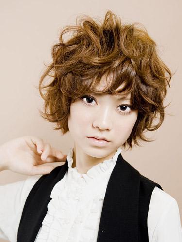 https://www.10500.com.tw/uploads/tadgallery/2020_04_06/803_1026962114.jpg 女生短髮