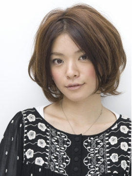https://www.10500.com.tw/uploads/tadgallery/2020_04_06/810_1035709030.jpg 女生短髮