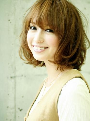 https://www.10500.com.tw/uploads/tadgallery/2020_05_17/1026_1112677916.jpg 女生短髮